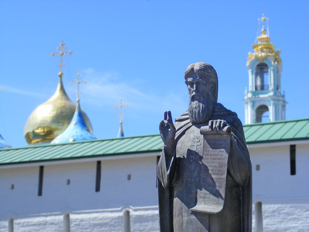 Памятник Сергию Радонежскому около Лавры