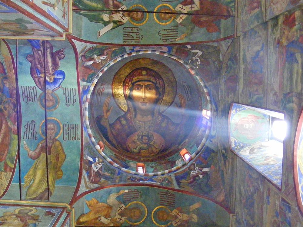 Святой лик в лучах света