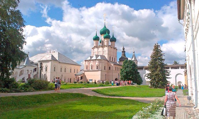 Церковь Спаса на Сенях в Ростовском Кремле