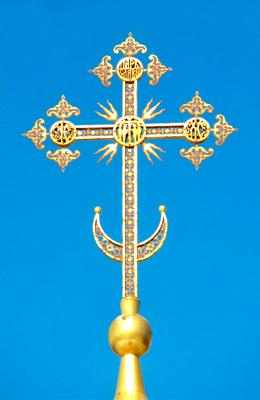 полумесяц на православном кресте