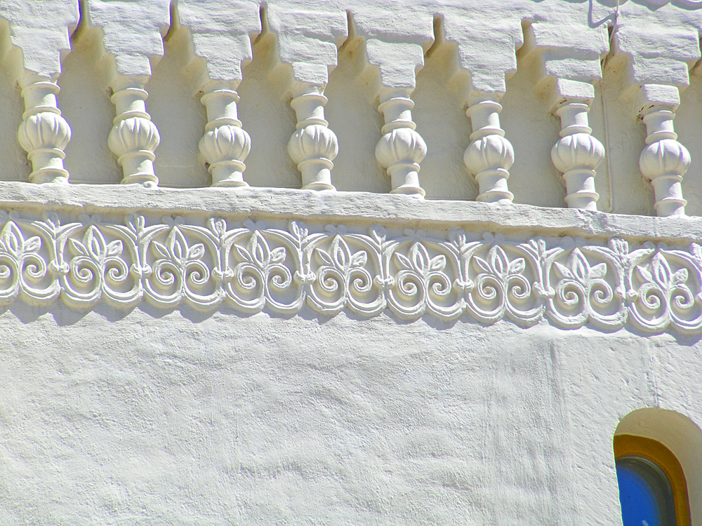 фрагмент декора на фасаде Духовского Храма